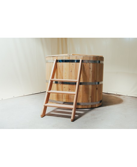 Деревянная ванна для бани из лиственницы без печи